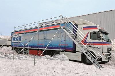 Bezpieczna jazda zimą. Przedstawiamy rusztowanie do odśnieżania pojazdów