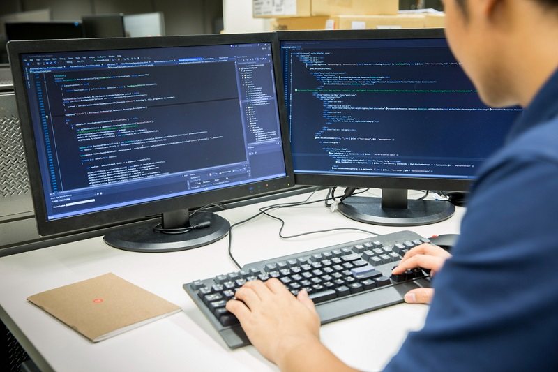 Benefity dla programistów – jak motywować grupę pracowników, którą stać na wszystko?
