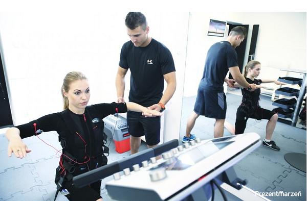 EMS, czyli trening z wykorzystaniem elektrostymulacji mięśniowej. Na czym polega?