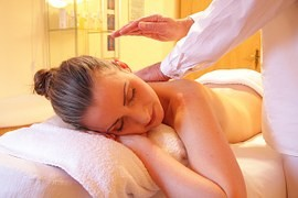 Polacy coraz częściej korzystają z masażu