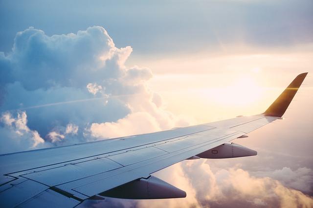 Pogorszenie punktualności oraz rosnąca liczba odwołanych lotów mogły tylko w czerwcu dotknąć niemal 320 tysięcy pasażerów PLL LOT