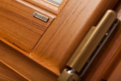Jak dbać o drewniane okna?