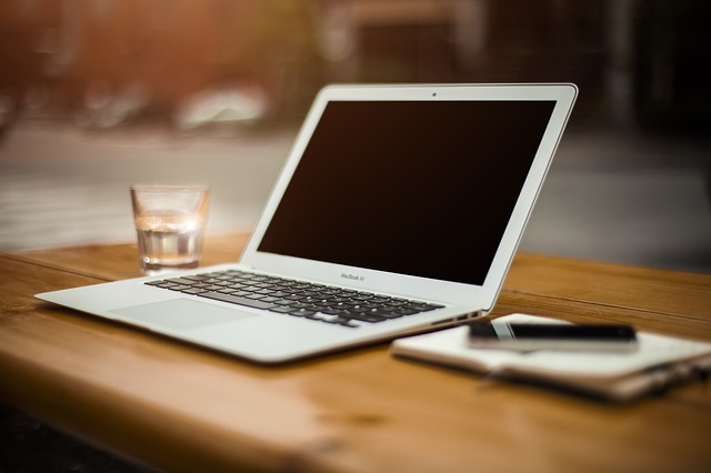 Jak mierzyć efektywność pracy social media moderatorów?