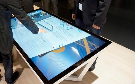 Stoły dotykowe NEC na bazie monitorów UHD z technologią dotykową InGlass™