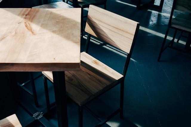 Plusy i minusy mebli z drewna