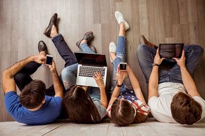 Połowa młodych millenialsów jest online cały czas