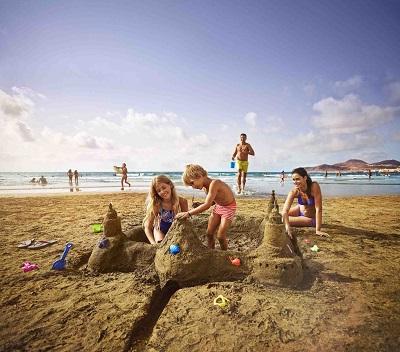 Rekord Wysp Kanaryskich - do końca 2016 roku archipelag odwiedzi 14 milionów turystów. Do wysokich wyników popularności Wysp przyczynią się głównie Polacy