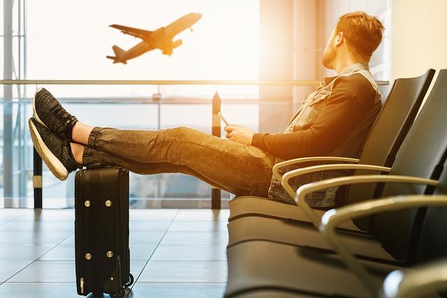 Rodzinna wyprawa wakacyjna: 5 wskazówek by lot stał się przyjemny