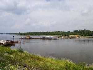 Tymczasowy próg stabilizujący poziom wody na Wiśle pomoże zabezpieczyć dostawy energii elektrycznej dla Warszawy